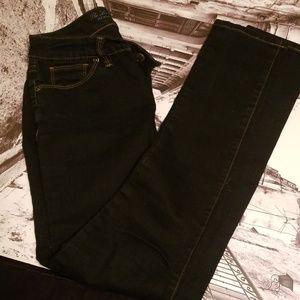 The limited Dark wash 917 skinnies 4r
